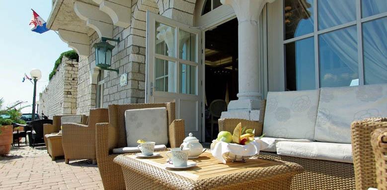 Arbiana Hotel, Thumbnail