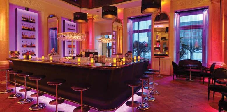 Hotel Schweizerhof, bar