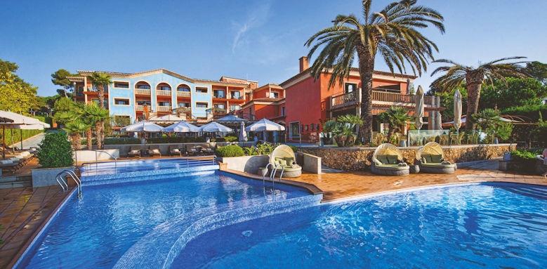 salles hotel, main pool