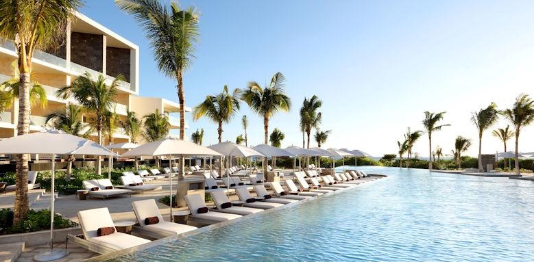 TRS Coral, pool