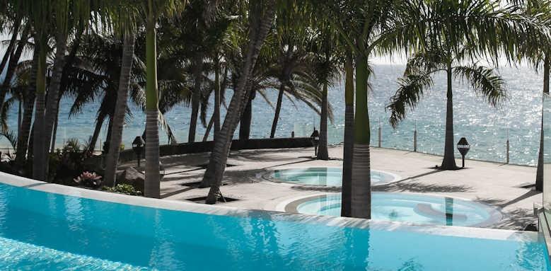 Los Fariones, swimming pool