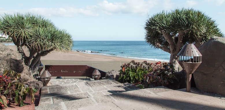 Los Fariones, Beach