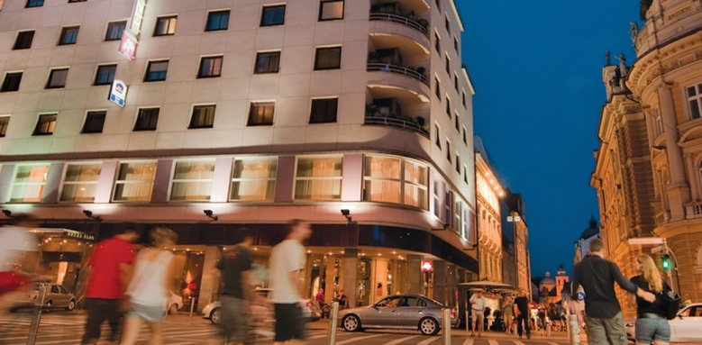 Hotel Slon, exterior at night