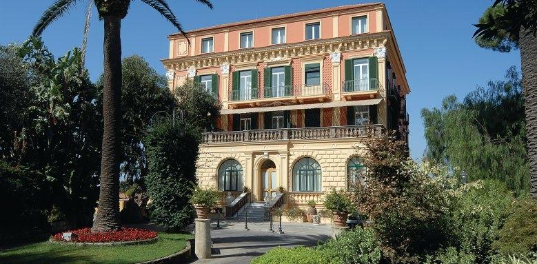 Grand Hotel Excelsior Vittoria, exterior