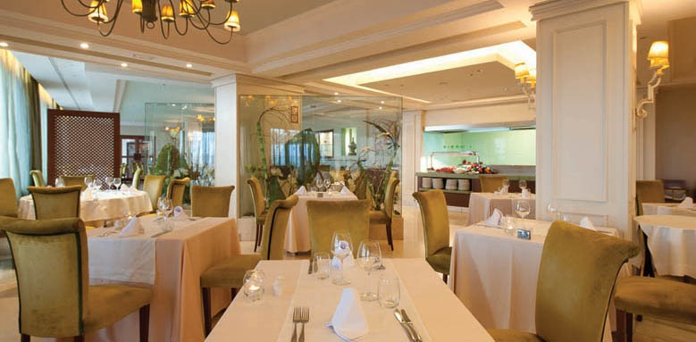 hotel fuerte marbella restaurant interior