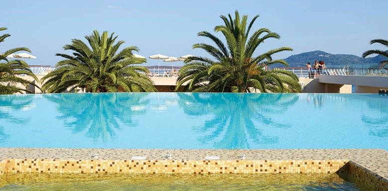 Marbella Beach Hotel, infinity pool