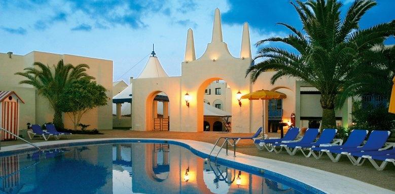Suite Hotel Atlantis Fuerteventura Resort, Pool by night