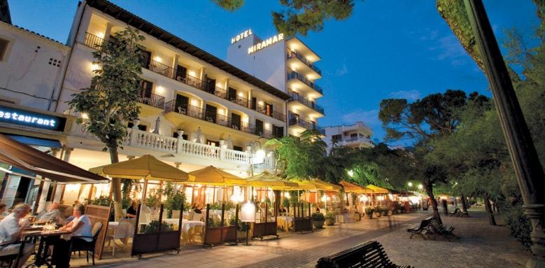 Hotel Miramar, exterior at night