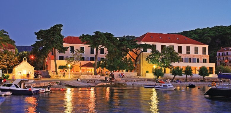 Hotel Lipa, view from the sea at night