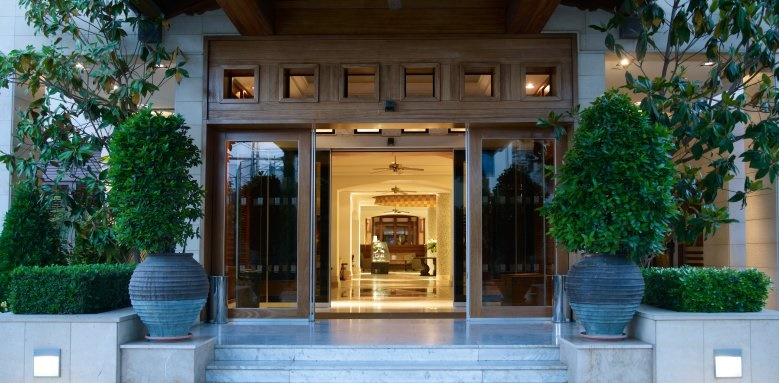 Columbia Beach Resort, entrance and lobby