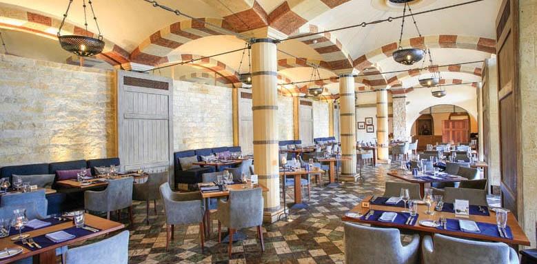 Columbia Beach Resort, apollo tavern