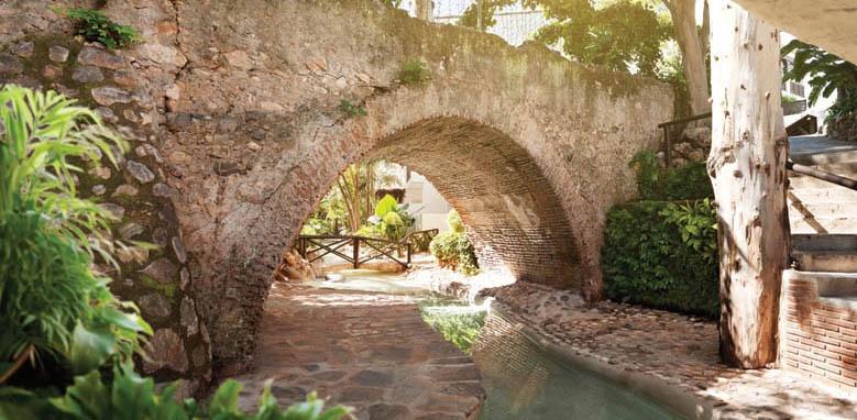 Hotel Puente Romano, roman bridge