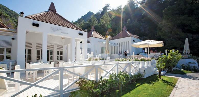 Hillside Beach Club, restaurant