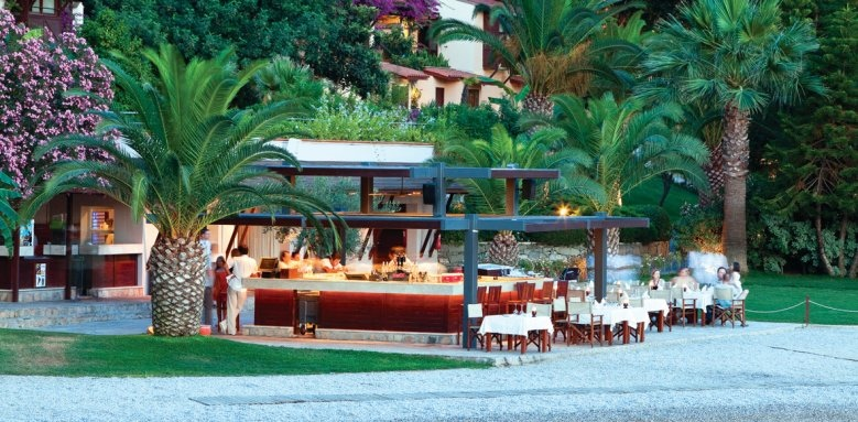 Hillside Beach Club, beach bar