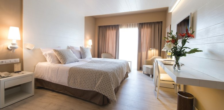Illa D'or, double room with balcony
