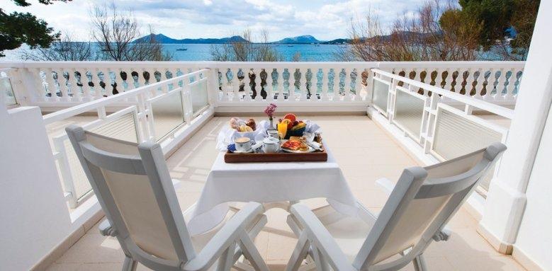 Illa D'or, breakfast on terrace
