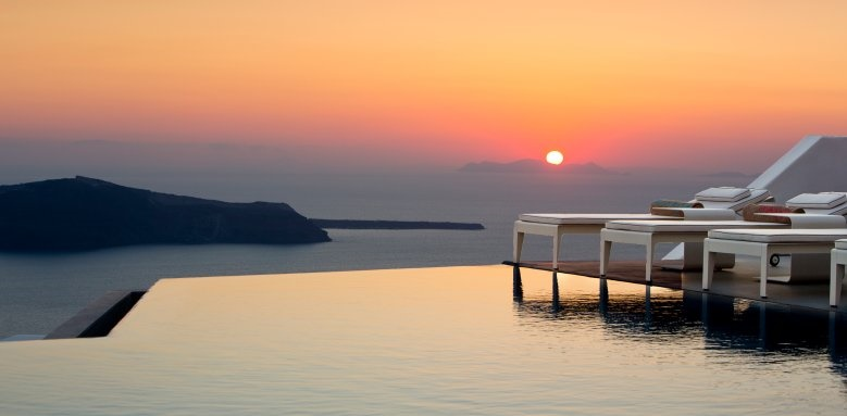 Grace Santorini, Sunset Pool