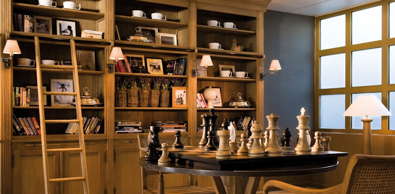 Sani club, lobby chess