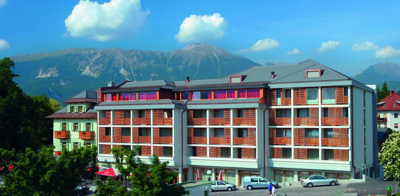 Hotel Lovec, Main Image
