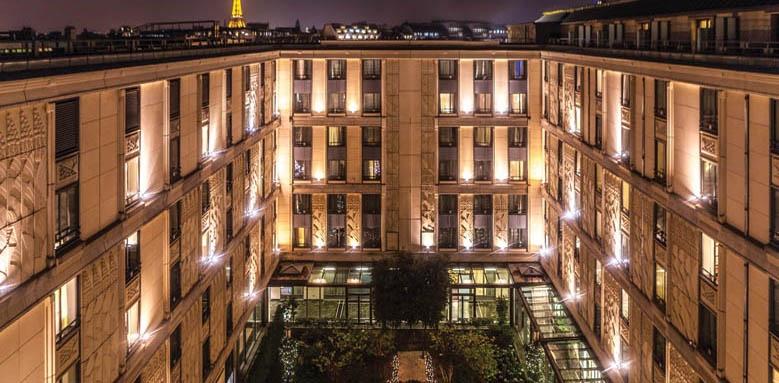 L'Hotel du Collectionneur Arc De Triomphe, Night exterior
