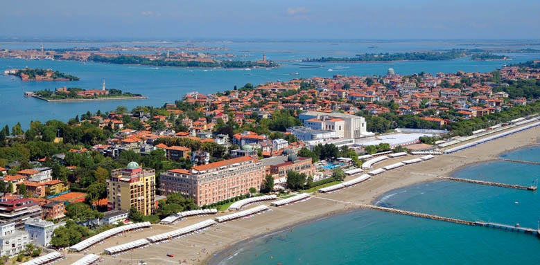 City in the resort of Lido di Ezolo, Italy wallpapers and images ...