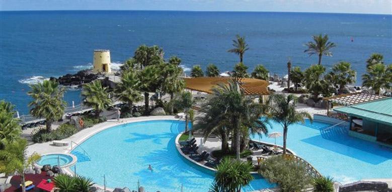 Royal Savoy Hotel, sea level sundeck pool