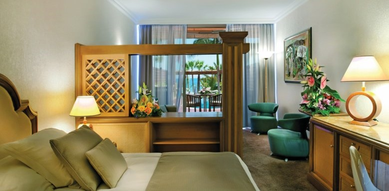 Amathus Beach Hotel Limassol, junior suite