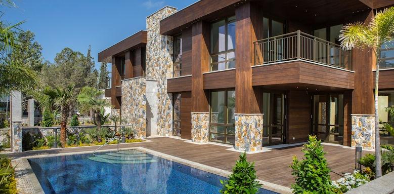 Parklane, Park suite with private pool