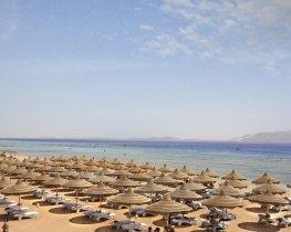 Barom Palms Resort beach in Ras Nasrani